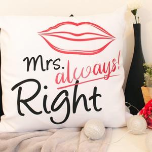 Mrs. Always Right, Otthon & Lakás, Dekoráció, Dísztárgy, Fotó, grafika, rajz, illusztráció, Varrás, Fehér díszpárnahuzat, fekete, piros Mrs. Always Right. grafikával.\nMéret: 50x50 cm\nPárnabelsővel kér..., Meska