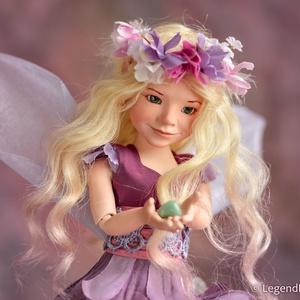 Lila díszítésű tündér baba, AURORA porcelán BJD figura, ombre festésű szőke hajjal, Lakberendezés, Otthon & lakás, Asztaldísz, Dekoráció, Dísz, Baba-és bábkészítés, Kerámia, Aurora - hajnal tündér\n29 cm magas porcelán testű figura, melynek hosszú szőke haja rózsaszín ombre ..., Meska