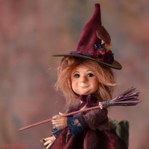 Varázsló szellemű boszorkány figura, KLOTILD a kis porcelán BJD baba, Dekoráció, Otthon & lakás, Dísz, Lakberendezés, Asztaldísz, Képzőművészet, Szobor, Kerámia, Baba-és bábkészítés, Szobrászat, KLOTILD a kis ártatlan boszorka\n20 cm magas porcelán testű figura (+kalap), varázslatos seprűjével.\n..., Meska