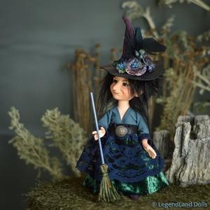 Kék éjjeli boszorkány figura, TESSZA kicsi porcelán BJD baba, Otthon & lakás, Dekoráció, Dísz, Lakberendezés, Asztaldísz, Képzőművészet, Szobor, Kerámia, Baba-és bábkészítés, Szobrászat, TESSZA - éjjeli boszorkány\n20 cm magas porcelán testű figura (+kalap), csak a rossz álmokat elűző se..., Meska