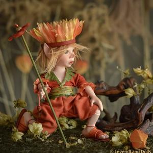 Őszi dekorációhoz kisfiú elf figura, FANFAN porcelánból készült mozgatható BJD baba, Otthon & lakás, Dekoráció, Dísz, Lakberendezés, Asztaldísz, Képzőművészet, Szobor, Baba-és bábkészítés, Szobrászat, FANFAN - naplemente elf herceg\n22 cm (+fejdísz) magas porcelán testű figura, kis koronával és virágo..., Meska