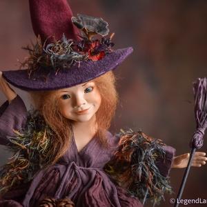 Lilás árnyalatú boszorkány figura, SERENA porcelán BJD baba, Otthon & lakás, Lakberendezés, Asztaldísz, Dekoráció, Dísz, Képzőművészet, Szobor, Kerámia, Baba-és bábkészítés, Kerámia, SERENA - az aranyszívű boszorka\n29 cm magas (+kalap) porcelán testű figura, díszes kalappal és seprű..., Meska