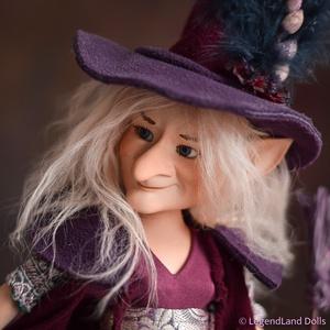 Bölcs boszorkány figura, IRMA porcelán BJD baba, porcelánbaba, Dekoráció, Otthon & Lakás, Dísztárgy, Baba-és bábkészítés, Kerámia, IRMA - bölcs boszorkány\n29 cm magas (+kalap) porcelán testű figura, díszes kalappal és seprűvel.\nSzó..., Meska