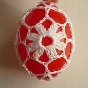 Horgolt húsvéti tojás (piros), Dísztárgy, Dekoráció, Otthon & Lakás, Horgolás, Műanyag tojásokra horgoltam ezt a mintát. A tojás magassága 7 cm.\n\nBuborékos borítékban küldöm...., Meska