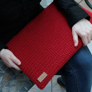Laptop védőtok, Ebook & Tablet tok, Laptop & Tablettartó, Táska & Tok, Varrás, Horgolás, Hosszanti oldalban nyitott és cipzárral záródó mikuláspiros színű horgolt védőtok, szürke-piros mint..., Meska