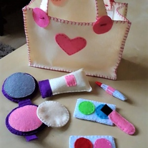 Sminkkészlet filcből kislányoknak, Gyerek & játék, Játék, Készségfejlesztő játék, Varrás, Dekorfilcből készítettem a sminkkészletet kislányok számára. Környezetbarát, biztonságos játék. Kézi..., Meska