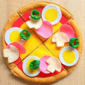 Filcpizza - gyermekjáték, Gyerek & játék, Játék, Készségfejlesztő játék, Varrás, Kérsz egy szelet pizzát? Az igazi hű mását készítettem el gyapjú- és dekorfilcből gyermekek számára...., Meska