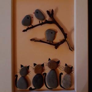 Kavicskép - Macsekok lesben, Kavics & Kő, Dekoráció, Otthon & Lakás, Mindenmás, Az IKEA-ban vásárolt, 13 x 18 cm-es fehér  képkeretbe egyedi képet készítettem kavicsokból ragasztás..., Meska