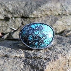 Türkiz gyűrű, Ékszer, Gyűrű, Ékszerkészítés, Fémmegmunkálás, Tiffany technikával készült gyűrű. \n\nÁsvány - Türkiz\n\nGyűrű belső átmérője kb. - 18-20 mm (állítható..., Meska