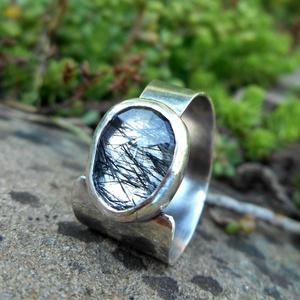 Ezüst Rutilos Kristály gyűrű, Ékszer, Gyűrű, Ékszerkészítés, Ötvös, Rutilos Kristály ezüstbe foglalva. \n\nEzüstékszereimet hagyományos ötvös technikával, keményforrasztá..., Meska