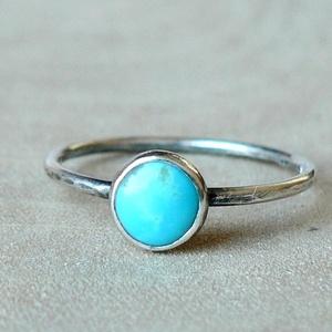 Ezüst Türkiz gyűrű, Ékszer, Gyűrű, Szoliter gyűrű, Ékszerkészítés, Ötvös, Türkiz (6mm) ezüstbe foglalva. \n\nA Türkizek nem egyformák, mivel teljesen természetes kövekről van s..., Meska