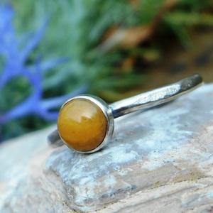 Ezüst Aventurin gyűrű, Ékszer, Gyűrű, Ékszerkészítés, Ötvös, Aventurin (6mm) ezüstbe foglalva. \n\nEzüstékszereimet hagyományos ötvös technikával, keményforrasztás..., Meska
