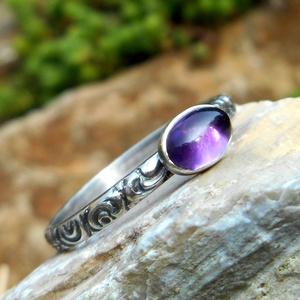 Ezüst Ametiszt gyűrű, Ékszer, Gyűrű, Ékszerkészítés, Ötvös, Ametiszt (6x4mm) ezüstbe foglalva. \n\nEzüstékszereimet hagyományos ötvös technikával, keményforrasztá..., Meska