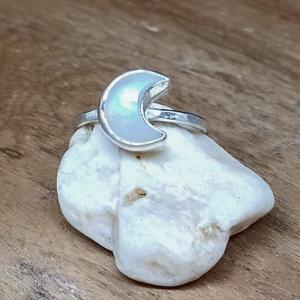 Ezüst Holdkő gyűrű, Ékszer, Gyűrű, Ékszerkészítés, Ötvös, Holdkő ezüstbe foglalva. \n\nEzüstékszereimet hagyományos ötvös technikával, keményforrasztással, kézz..., Meska