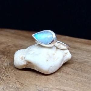 Ezüst Holdkő gyűrű, Szoliter gyűrű, Gyűrű, Ékszer, Ékszerkészítés, Ötvös, Holdkő ezüstbe foglalva. \n\nEzüstékszereimet hagyományos ötvös technikával, keményforrasztással, kézz..., Meska
