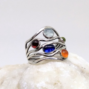 Ezüst 5 köves gyűrű, Ékszer, Gyűrű, Ékszerkészítés, Ötvös, Akvamarin, Gránát, Karneol, Kianit és Olivin ezüstbe foglalva. \n\nEzüstékszereimet hagyományos ötvös ..., Meska