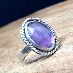 Ezüst Ametiszt gyűrű, Ékszer, Gyűrű, Ékszerkészítés, Ötvös, Ametiszt ezüstbe foglalva. \n\nEzüstékszereimet hagyományos ötvös technikával, keményforrasztással, ké..., Meska