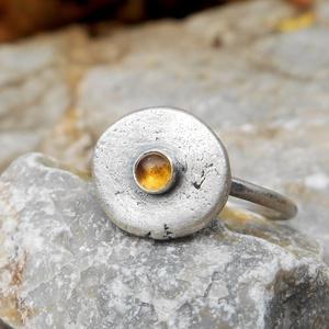 Ezüst Citrin gyűrű - NORICUM , Ékszer, Gyűrű, Szoliter gyűrű, Ékszerkészítés, Ötvös, Citrin (3mm) ezüstbe foglalva. \n\nNoricum a Római Birodalom provinciája volt. Lakosainak zömét a kelt..., Meska