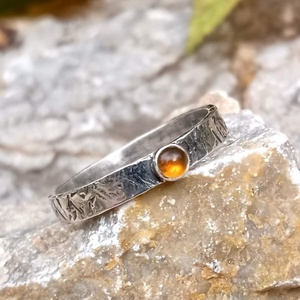 Ezüst Citrin gyűrű, Ékszer, Gyűrű, Szoliter gyűrű, Ékszerkészítés, Ötvös, Citrin (3mm) ezüstbe foglalva. \n\nEzüstékszereimet hagyományos ötvös technikával, keményforrasztással..., Meska