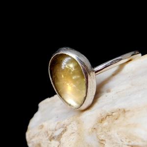 Ezüst Turmalin gyűrű, Ékszer, Gyűrű, Szoliter gyűrű, Ékszerkészítés, Ötvös, Sárga Turmalin ezüstbe foglalva. \n\nEzüstékszereimet hagyományos ötvös technikával, keményforrasztáss..., Meska