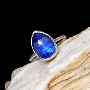 Ezüst Kianit gyűrű, Ékszer, Gyűrű, Szoliter gyűrű, Ékszerkészítés, Ötvös, Kianit ezüstbe foglalva. \n\nEzüstékszereimet hagyományos ötvös technikával, keményforrasztással, kézz..., Meska
