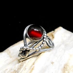 Ezüst Gránát gyűrű, Ékszer, Gyűrű, Szoliter gyűrű, Ékszerkészítés, Ötvös, Gránát ezüstbe foglalva. \n\nEzüstékszereimet hagyományos ötvös technikával, keményforrasztással, kézz..., Meska