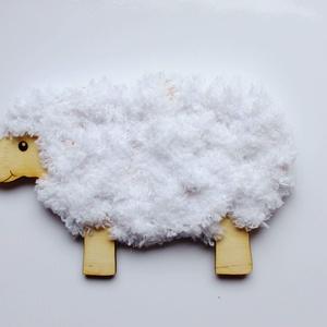 Fűzhető bárány húsvétra, DIY (Csináld magad), Famegmunkálás, 10cm x 16 cm- es 3mm vastag fából\n10m csillámos zsenilia fonallal\nA gyerekek könnyen kifűzhetik, ezz..., Meska