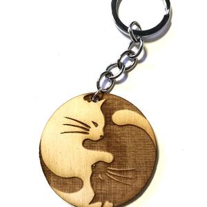 Cica yin yang fa Kulcstartó , Otthon & Lakás, Ékszerkészítés, Cica fa kulcstartó\n4,5cm\nEgyedi névvel is kérhető, Meska
