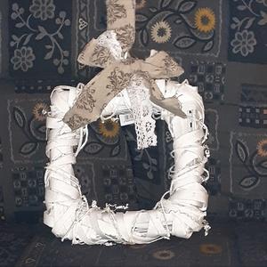 Négyzet alakú koszorú alap 2 méretben, Dekorációs kellékek, Egyéb kellékek, Fa, Decoupage, szalvétatechnika, Mindenmás, Famegmunkálás, Négyzet alap 20cm x 20cm\n990.-\nNégyzet alap 25cm x 25 cm\n1190.-\n\nPostázás a mindenkori Magyar Posta ..., Meska