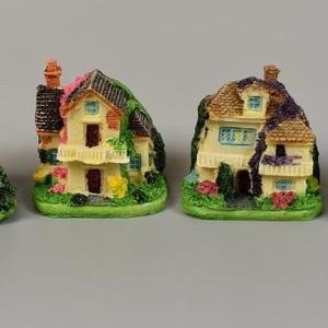 Manó - tündér modell házikó - 4 féle - SOK FAJTA MANÓ TERMÉKEM VAN !!!!!., Dekorációs kellékek, Figurák, Famegmunkálás, Manó - tündér modell  házikó 5,5cmx5,5cm - 4 féle\n\nSzemélyes átvételre a 6.ker.Oktogon környékén,3.k..., Meska