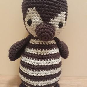 Topi a kis horgolt pingvin, Madár, Plüssállat & Játékfigura, Játék & Gyerek, Horgolás, Topi a kis pingvin 17 cm magas,  pamut fonalból készült kis tünemény.\nSötétszürke és halvány kék szí..., Meska