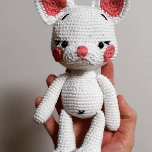 Sunny cica, Cica, Plüssállat & Játékfigura, Játék & Gyerek, Horgolás, kb. 23 cm magas fehér 100% pamutfonalból készült vatelinnel tömött kis cicus. A biztonsági szemeknek..., Meska