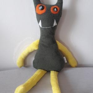 Szörnyecske, Játék & Gyerek, Plüssállat & Játékfigura, Szörnyike, Varrás, 40 cm magas puha elasztikus egyoldalas frottírból készült, antiallergén töltettel. \nRávarrt filcből ..., Meska