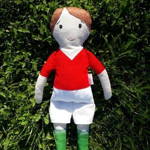 Szurkoló fiú, Játék & Gyerek, Baba & babaház, Baba, Varrás, 33 cm magas nemzeti színű mezbe öltözött focista fiú.\nPamutvászonból készült antiallergén töméssel ,..., Meska