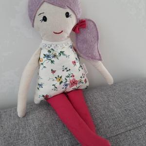 Lujzika, Játék & Gyerek, Baba & babaház, Baba, Varrás, 33 cm magas ölelgetni való kis hölgy. \nPamutvászonból készült  amely ragasztós vatelinnel van megerő..., Meska