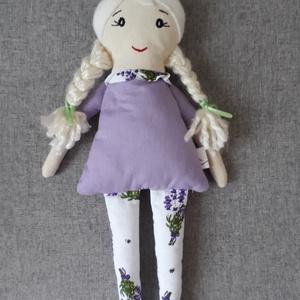 Levendula, Játék & Gyerek, Baba & babaház, Baba, Varrás, 33 cm magas ölelgetni való kis hölgy. \nPamutvászonból készült  amely ragasztós vatelinnel van megerő..., Meska