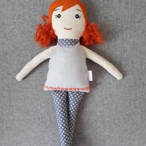 Laura, Játék & Gyerek, Baba & babaház, Baba, Varrás, 33 cm magas ölelgetni való kis hölgy. \nPamutvászonból készült  amely ragasztós vatelinnel van megerő..., Meska