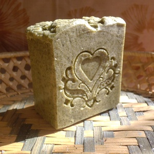 Csalán-eukaliptusz szappan, Csalán főzettel, olívaolajos kivonattal, csalánporral és természetes eukaliptusz illóolajjal készült..., Meska