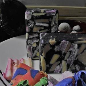 """Kutyafüle szenesszappan, Táska, Divat & Szépség, Szépség(ápolás), Krém, szappan, dezodor, Natúrszappan, Szappankészítés, Újrahasznosított alapanyagból készült termékek, Tiszta, vegyes, válogatott szappanforgács és aktív szén felhasználásával készült \""""Kutyafüle\"""" szénsza..., Meska"""