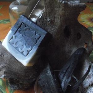 Félszén szappan, Táska, Divat & Szépség, Szépség(ápolás), Krém, szappan, dezodor, Natúrszappan, Szappankészítés, Aktív szénnel , 50% olívaolaj tartalommal készült, enyhén bőrradír és méregtelenítő szénszappanom. \n..., Meska