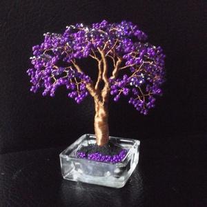 Gyöngyfa ibolyában, csillogó virágokkal, Dísztárgy, Dekoráció, Otthon & Lakás, Gyöngyfűzés, gyöngyhímzés, 12 cm magas. És valóban emlékeztet egy csokor ibolyára...:-), Meska