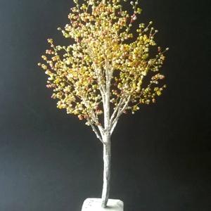 Fiatal nyír gyöngyfa, Csokor & Virágdísz, Dekoráció, Otthon & Lakás, Gyöngyfűzés, gyöngyhímzés, 25 cm magas. Kicsit más módszer, stílus. Laza, üde, vidám. Nagyon tavasz. :-), Meska