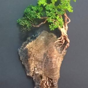 Mély gyökerű..., Otthon & Lakás, Dekoráció, Dísztárgy, Gyöngyfűzés, gyöngyhímzés, Mindenmás, Ez az érdekes formájú és mintázatú kéregdarab zöld lombú fát kívánt...a tárgy falra akasztható, telj..., Meska
