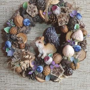 Őszi mókusos kopogtató, Otthon & lakás, Dekoráció, Lakberendezés, Ajtódísz, kopogtató, Virágkötés, Őszi mókuskás kopogtatót készítettem.\nApró termések és különféle szépséges díszekből áll össze.\nÁtmé..., Meska