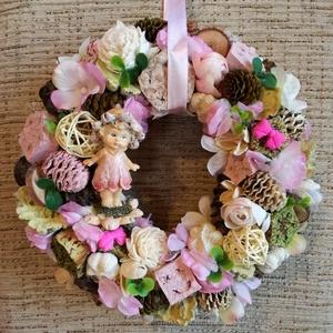 Lánykás kopogtató, Otthon & lakás, Dekoráció, Dísz, Virágkötés, Ezt a kopogtatót a nyár ihlette...a virágok, a természet illata, a nyár varázsa...\nÁtmérője 23 cm..., Meska