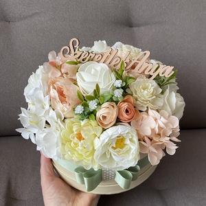 """"""" Pasztell színvilág"""" virágdoboz, virágbox, Otthon & Lakás, Dekoráció, Asztaldísz, Virágkötés, Papír kalapdobozba készült, prémium minőségű, élethű selyemvirágokkal!\nSzeretlek anya felirattal!\nFe..., Meska"""