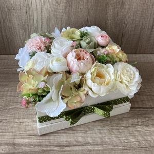 Pasztell szerelem virágdoboz, virágbox, Otthon & Lakás, Dekoráció, Asztaldísz, Virágkötés, Papír alapú, kocka dobozba készült, prémium minőségű, élethű selyemvirágokkal!\nBoldog szülinapot, Bo..., Meska