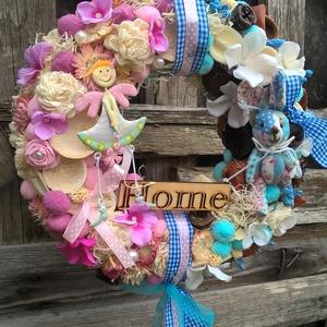 Fiús-lányos kopogtató, Ajtódísz & Kopogtató, Dekoráció, Otthon & Lakás, Virágkötés, Egy 25 cm-es cirok alapot borítottam sűrűn rakott termésekkel, virágokkal, szalmarózsával. Egy bádog..., Meska