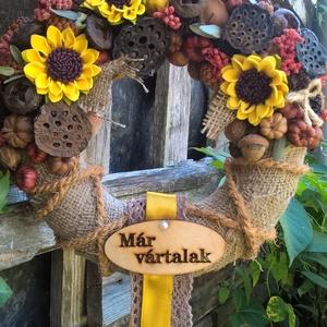napraforgós, őszi ajtódísz, Ajtódísz & Kopogtató, Dekoráció, Otthon & Lakás, Virágkötés, 20 cm-es cirok alapot zsák anyaggal borítottam, majd díszítettem apró napraforgókkal, termésekkel, b..., Meska