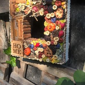 őszi, négyszögletes ajtódísz, Ajtódísz & Kopogtató, Dekoráció, Otthon & Lakás, Virágkötés, Egy kb 20-25 cm-es négyzet alapot zsákkal vontam be, majd díszítettem termésekkel, zuzmóval, őszi mű..., Meska